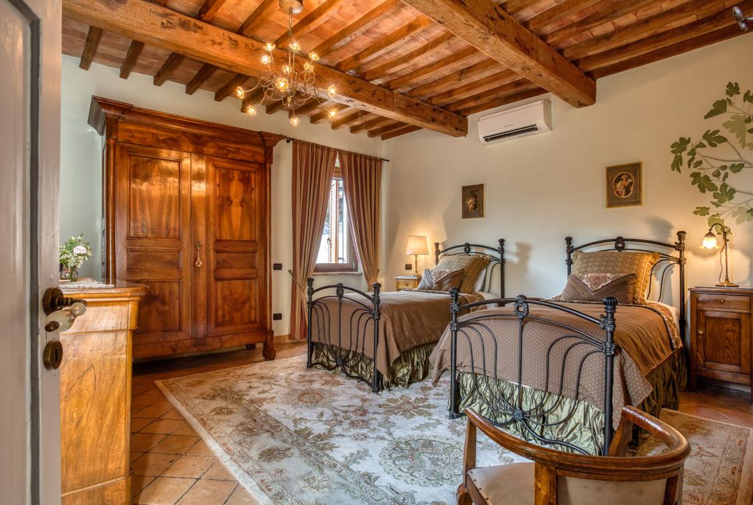 villa rental bedroom