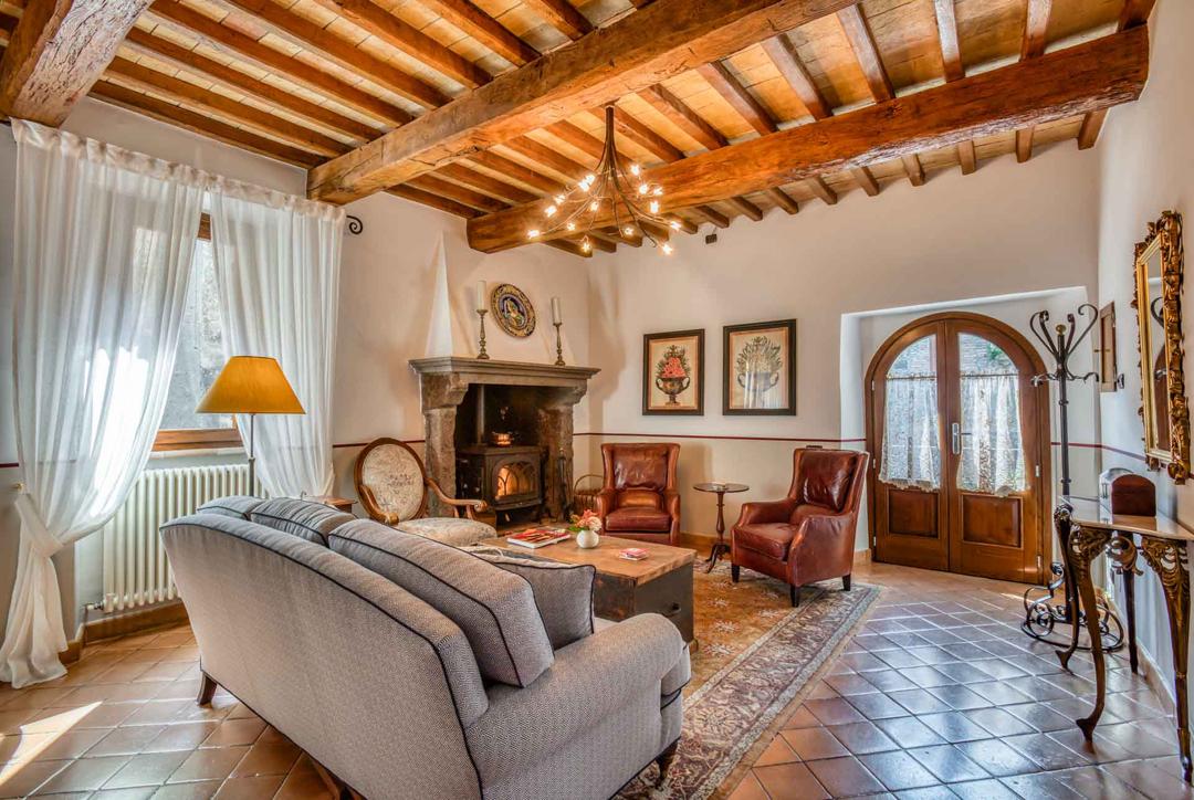 italian rental villa details